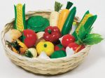 Gemüse-Set aus Holz im Korb, 17-teilig  Wurstaufschnitt-Set mit Tablett, 11-teilig Käseaufschnitt-Set mit Tablett, ...
